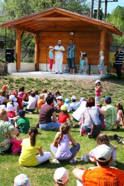 Hotel Zochová chata - Opekanie vola a Festival rekordov. 1.mája 2012. Modra Harmónia.