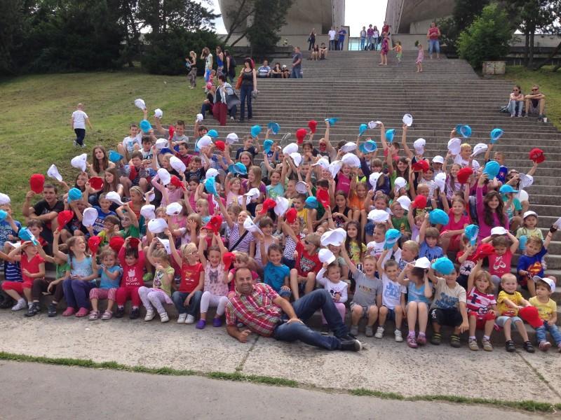Sympatická akcia Hurá prázdniny so spoločnosťou BCF pod pamätníkom SNP. 29.júna.2013. Banská Bystrica.