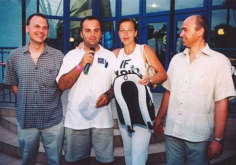 Patrik Melioris, člen predstavenstva Q-EX (vlavo), Jana Jankovičová Miss hotel Senec Cup 2003 a riaditel hotela Senec pán Grega.