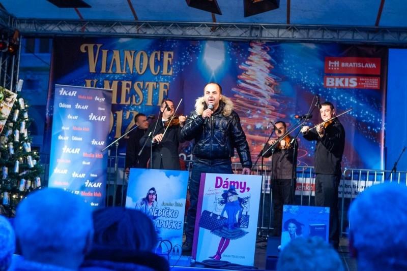 Vianočné trhy na Hlavnom námestí. 5.decembra,2012. Bratislava.