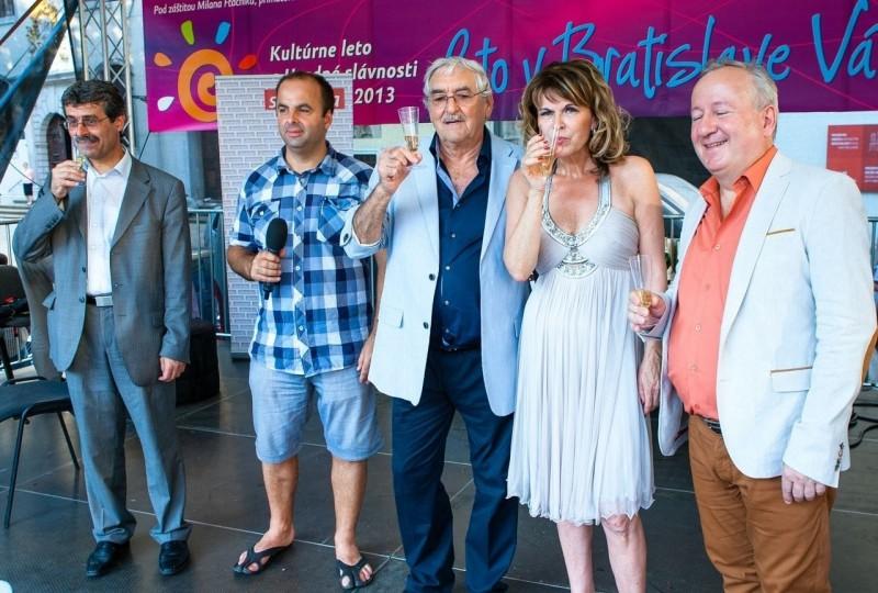 V strede Štefan Kvietik na oslave narodenín týždenníka Slovenka. 20.júna.2012. Bratislava