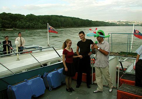 Plavba Alcatel 29.7.2004, steperi Maťo a Magda pred svojim vystúpením v stažených podmienkach.