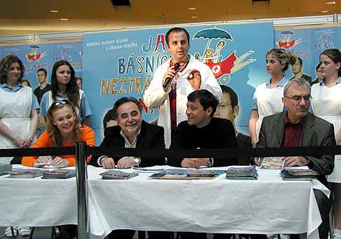 Autogramiáda k filmu Jak básníci nestrácajú nádej. Polus Bratislava (29.4.2004).