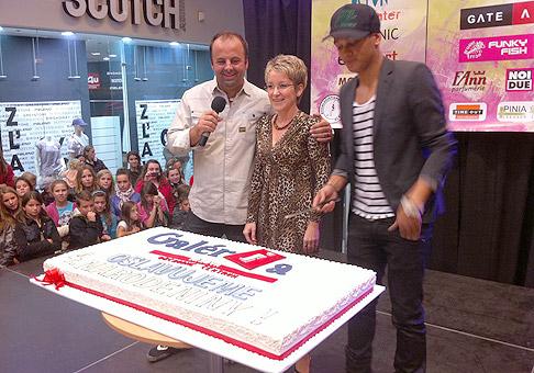 Krájanie narodeninovej torty v OC Galéria Trnava. Trnava 26.9.2010.