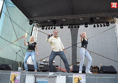 Na koncert Boney-M s predkapelou Starmania a DJ-om Lacom Hradským prišlo približne 5000 ľudí. Nitra, 22.8.2010.