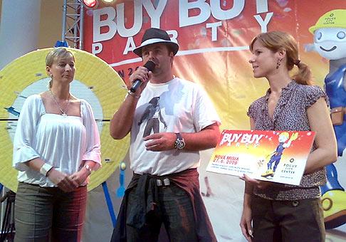 Buy Buy party 2009. Hviezdny redizajn v Polus city centre sa skončil. Oslavovalo sa veľkolepo. 27.6.2009 Bratislava.