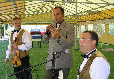 Na akcii C00P Jednota Slovensko roztlieskali prítomných Páni Bratia - Robo Puškár a Peter Ninaj. 27.5.2008