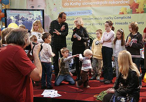Krst CD Mišky Čobejovej - Biblické príbehy v bratislavskom Poluse. Krstnými rodičmi boli deti osobnosí šoubiznisu. Bratislava 17.10.2009.