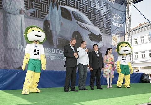 Slávnostné otvorenie Hyundai Fun Park Košice s primátorom mesta Košice Františkom Knapíkom a prezidentom Hyundai Slovakia Sukwon Kimom. 11.6.2010 Košice.