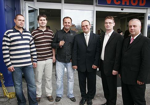 Otvorenie Centra bývania Galan v Bratislave. 1.9.2007. Z ľava: Rasťo Dvorský, Miroslav Tahotný, Peter Galan, Peter Galan ml. a Jiří Novák.