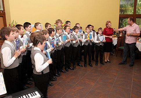 S Bratislavským chlapčenským zborom na krste knihy Táni Keleovej-Vasilkovej s názvom Sľub. 20.5.2010 Bratislava.