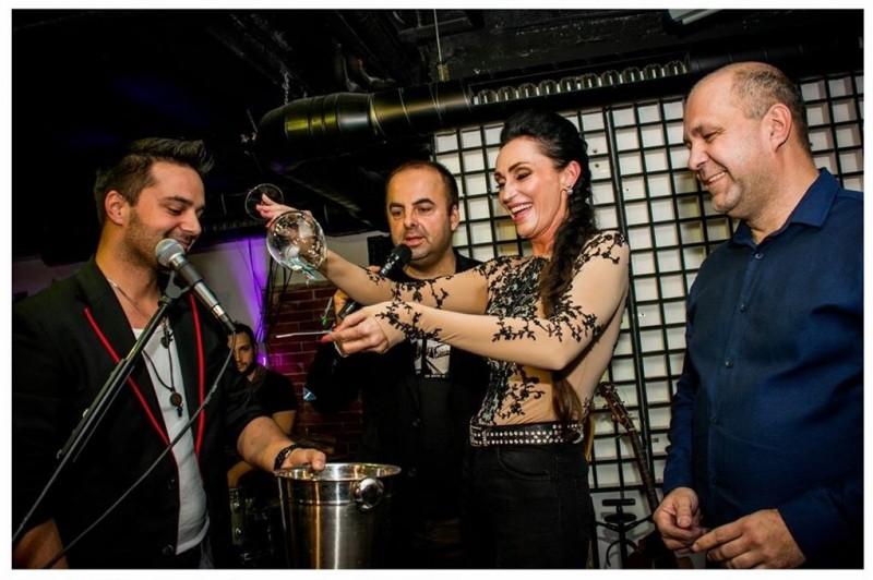 Krst USB karty Petra Bažika vo Flame Music bar. Krstna mama Sisa Sklovska. 4.decembra.2015. Bratislava.