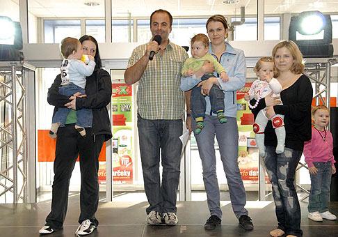 Preteky lezúňov v ZOC MAX Trnava. Tri najrýchlejšie bábätká :-) 18.4.2010 Trnava.