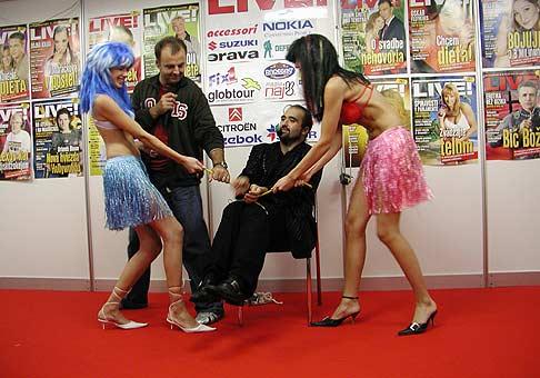 LIVE aukcie časopisu LIVE na Autosalóne v Nitre s kúzelníkom Talostanom.