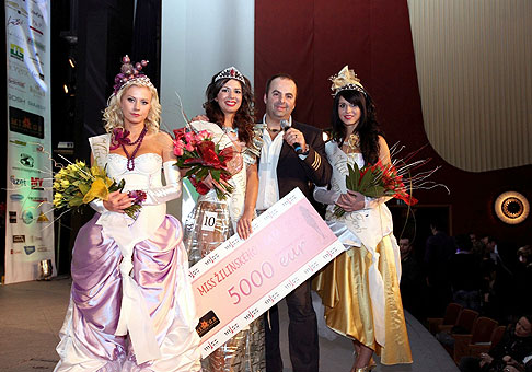 Víťazky súťaže Miss Žilinského kraja v Dome odborov v Žiline. 20.2.2010.