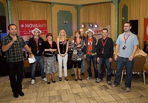 Klientský večierok spoločnosti Novatech, kolektív zamestnancov a riaditeľ Michal Rebroš (druhý zľava). 7.5.2010, Čadca.