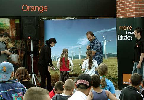 Otváranie nových značkových predajní Orange, po celom Slovensku. Trebišov 14.7.2004