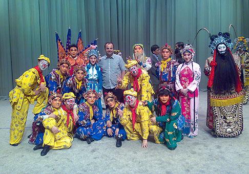 S umelcami slávnej Pekingskej opery. 18.4.2009