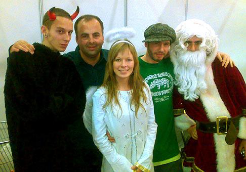 Mikuláš v Poluse. 6.12.2007. A okrem Mikuláša mal veľký úspech aj Laci Strike (druhý z prava).