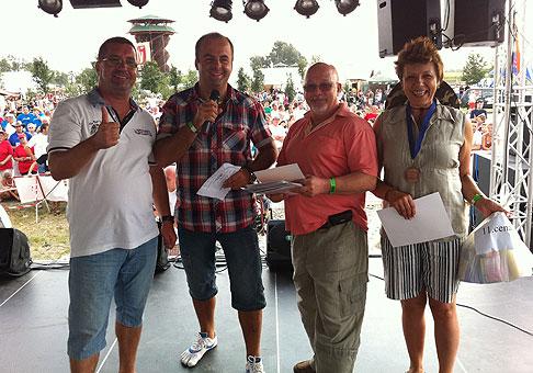 Vyhlásenie výsledkov súťaže vo varení kotlíkových špecialít na Ranči pri striebornom jazere, neďaleko Galanty. Súťaže sa zúčastnilo 47 tímov. 27.8.2011, Galanta.