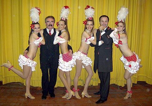 8.reprezentačný ples Sauer Danfos 10.2.2007 Robo Kazík urobil fantastickú zábavu. Zo 600 hostí nesedel nikdo. Je to profík.