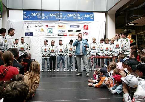 Dragon boat 2011 a Resta group Music fest v Skalici. Slávnostné vyhlásenie výsledkov. 2.7.2011, Skalica, Baťov kanál.