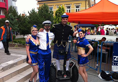 15. ročník veľkého letného karnevalu v Senci. Na fotke s duom Aratron Aspis. 24.6.2011, Senecké jazerá.