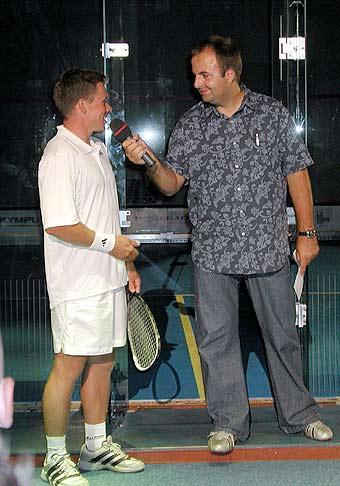 Pred exhibičným squashovým zápasom Michala Martikána.
