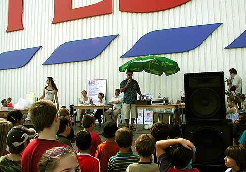 Oslava 2. narodenín. Hypermarket Tesco Prievidza. 15.8.2004.