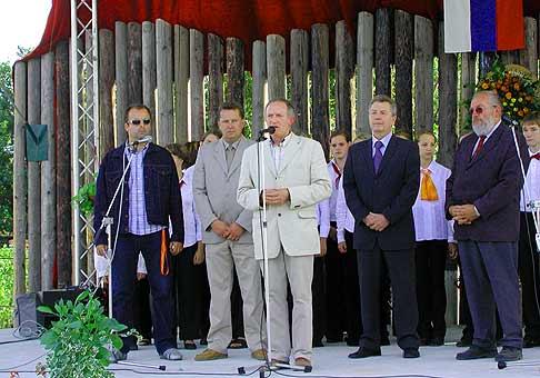 Obecný deň v Tomášove za účasti Ľuba Romana, predsedu VÚC a starostov spriatelených obcí z Rakúska a Maďarska.