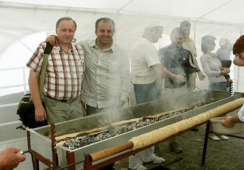 V rámci Trdlofestu vytvorili Skalickí kuchári nový Slovenský rekord v pečení Trdelníka. Jeho dĺžka je 154.5cm.