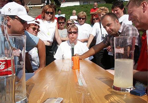 Športový deň spoločnosti UNIVERSAL - maklérsky dom bola veľmi vydarená akcia nielen vďaka peknému počasiu, ale aj vďaka skvelým učastníkom hier. 14.09.2006.