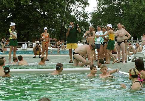 Vinea tour 2004 - Vinea oslavuje 30. narodeniny v ôsmich letoviskách na Slovensku. AquaCity Poprad 10.7.2004.