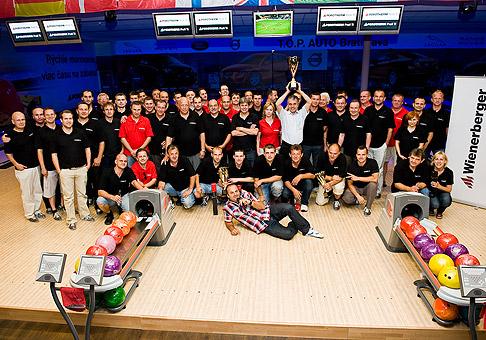 Účastníci celoslovenského finále bowlingového turnaja spoločnosti Wienerberger Slovenské tehelne, s.r.o. v Národnom bowlingovom centre. 26.5.2011, Bratislava.