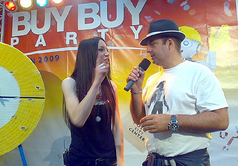 So Zuzkou Smatanovou v Polus city center. 27.6.2009 Bratislava.